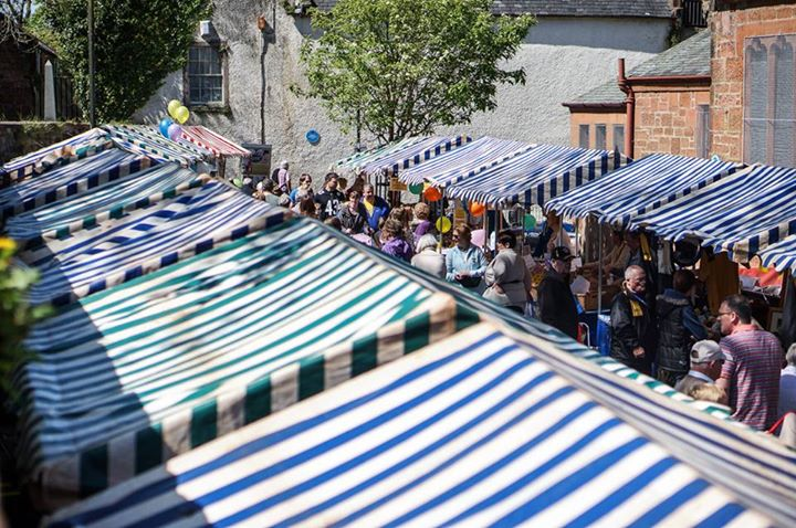 Stalls and people at the Mauchline Holy Fair